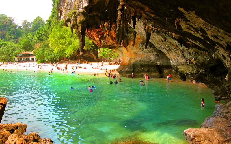 หาดถ้ำพระนาง